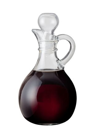 Vinagre balsámico aislado en un fondo blanco