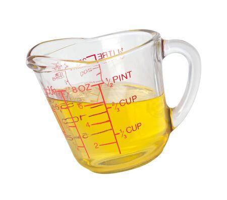 Koken olie in meten Cup geïsoleerd op wit