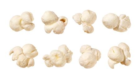 Popcorn geïsoleerd op een witte achtergrond Elk schot afzonderlijk Stockfoto