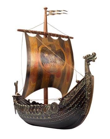 vikingo: Modelo antiguo barco vikingo aislado en blanco Foto de archivo