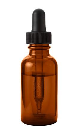 Brown Ojo cuentagotas botella aislada con el camino de recortes en un fondo blanco Foto de archivo