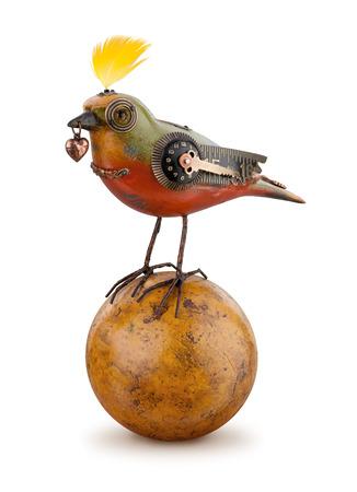 Steampunk Mechanical Bird geïsoleerd. Het standpunt is rechtdoor. Het onderwerp is geïsoleerd op wit.