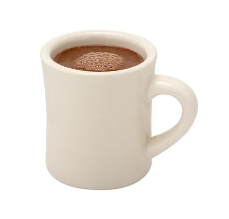 chocolate caliente: El chocolate caliente en una taza de cer�mica blanca. La imagen es un recorte, aislado en un fondo blanco, con un trazado de recorte.