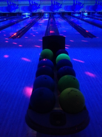 glow: Glow in The Dark bowling alley