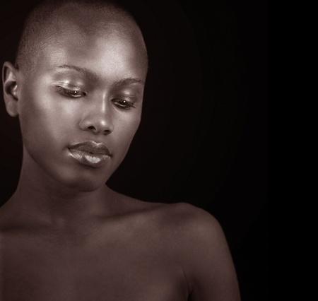 아프리카 미국 여자의 아름 다운 흑백 이미지