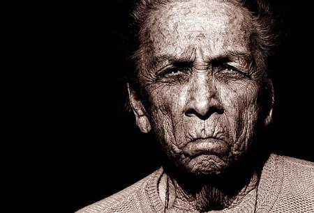 tribu: Retrato de una mujer de 97 años, nativo americano Foto de archivo