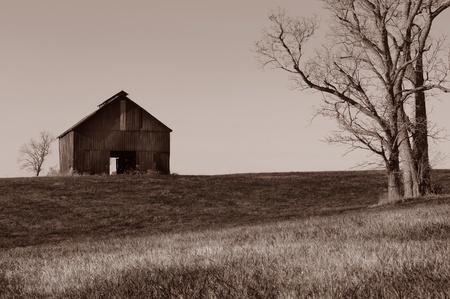 Hermosa imagen de fondo de un granero solitario en zona rural de Kentucky Foto de archivo - 10948512