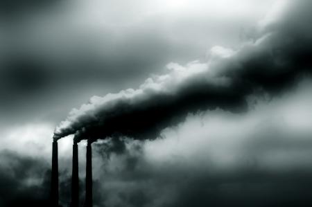 lluvia acida: Imagen de la contaminaci�n procedente de planta de energ�a en Estados Unidos Foto de archivo