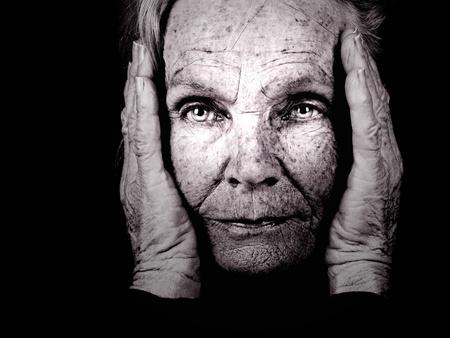 vejez: Hermosa imagen sorprendente de una mujer llena de sabidur�a