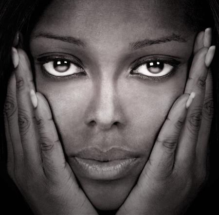 스튜디오에서 아름다운 블랙 모델의 이미지 스톡 콘텐츠