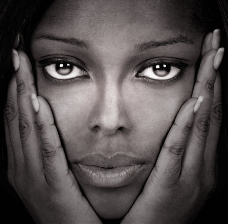 modelos negras: Imagen de una bella modelo en el estudio de Negro