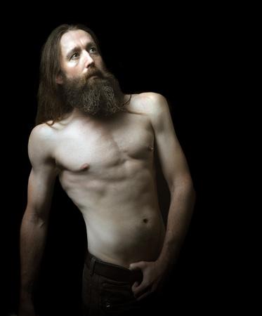 hombre con barba: Hermoso retrato de un hombre barbudo en Negro