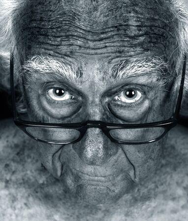 Schitterende Close-up Hyperfocus Afbeelding van een bejaarde man