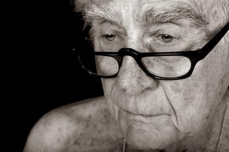 彼の人生を熟考老人のイメージ