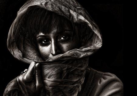mirada triste: Imagen hermosa Negro y negro de una mujer campesina Foto de archivo