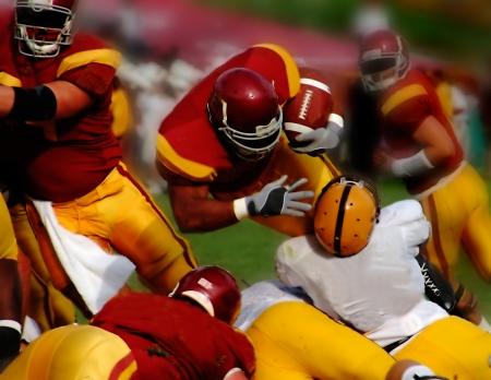le centre-arrière sur la prise de contact dans le football américain
