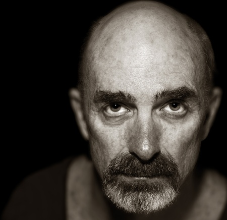 Very Striking Image of an Older man On Black Imagens - 11089004