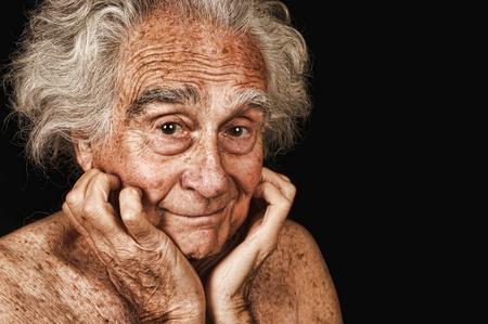 黒の非常に良い肖像画、高齢者の男