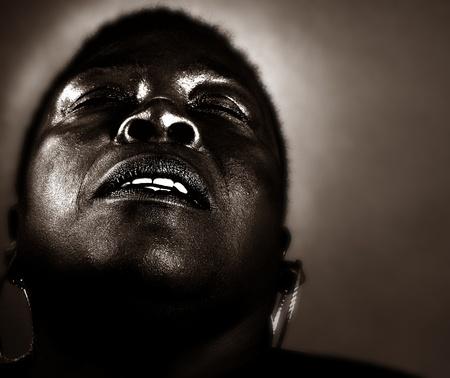 extase: Afro-Amerikaanse vrouw de uiting van de Joy Of Life