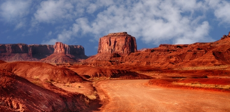 Beautiful Image of the road through monument valley Imagens