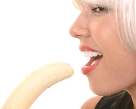 comiendo platano: Bonita imagen de una mujer con el plátano