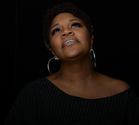 Very Nice Portret van een Gospel Singer op Zwarte Stockfoto - 37177017