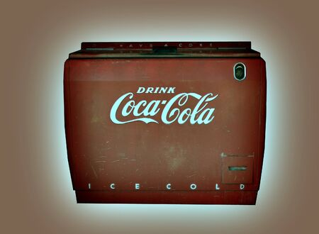 junk yard: Oct 3rd 2014 New mexico : Image of a vintage Coca Cola machine found in a Junk Yard along route 25 central New Mexico Editorial