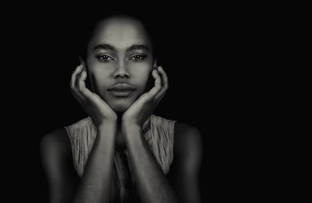negras africanas: Hermosa imagen de una actriz afroamericana Foto de archivo