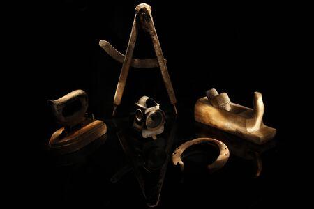 als: Verschiedene Antiquit�ten als Low-Key Aufnahme durch Light-Painting aufgenommen