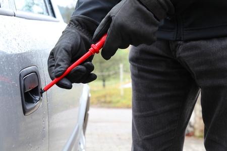 robo de autos: Robo de automóviles con un destornillador