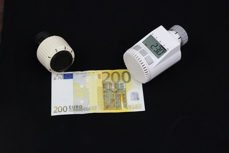 A thermostat for radiator with a 200 Euro bill photo