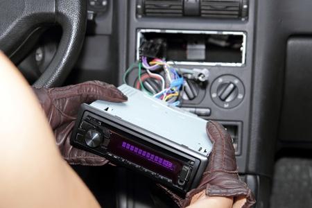 car theft: Robo de coches de radio Foto de archivo
