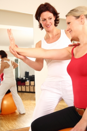 Physiotherapeut arbeitet an Arm Schulter nack Schmerzen Standard-Bild - 21138824