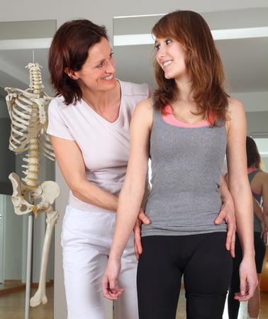 educacion fisica: Un Fisioterapia de un paciente con problemas de cadera