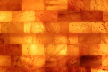 Salzsteinwand in einer Salzgrotte Salarium Standard-Bild - 50911083