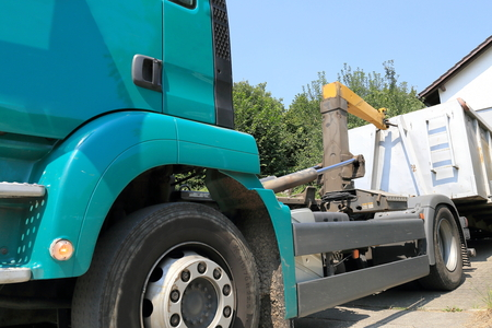 household accident: Clearing a Trailer in front of a house