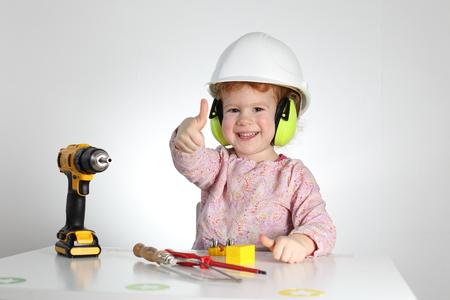Ein Kind bei der Arbeit , die Sicherheit und Sicherheit Standard-Bild - 92643386