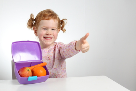 A Child with healthy lunch box fruit snack Standard-Bild - 92568941