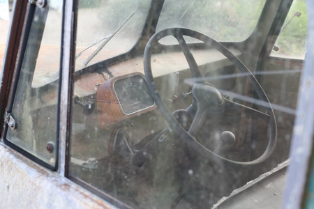 A Old rusted vintage classic car with Speedometer fraud Standard-Bild - 119227152