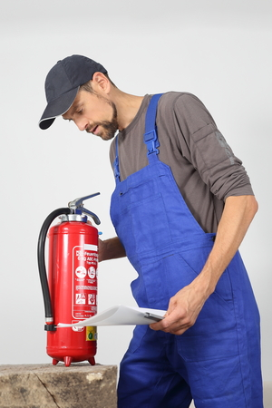 A Fire extinguisher check by a professional Standard-Bild - 119225851