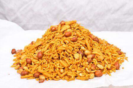 indian lehsuniya namkeen mixture