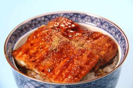 Unadon, anguille japonaise grillée avec sauce sucrée sur riz Banque d'images