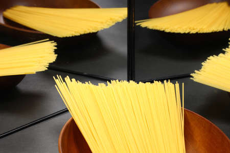 Raw dry spaghetti reflecting in the mirro Imagens