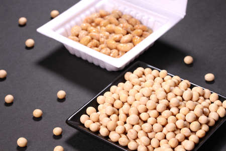 soybeans and packed natto on black background Banco de Imagens