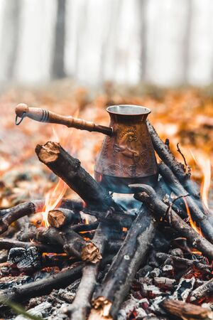Making coffee at the stake. Make coffee or tea on the fire of nature. Burned fire. A place for fire. Ashes and coal. Standard-Bild