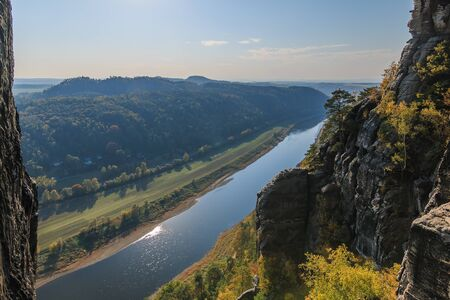 Panoramic view of the Elbe valley in Saxon Switzerland from the Bastei bridge with rocks of the Elbe Sandstone Mountains. 版權商用圖片