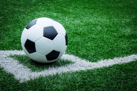 voetbal bal op voetbalveld Stockfoto