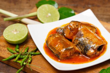 토마토 소스에 정어리 생선, 생선 통조림 스톡 콘텐츠