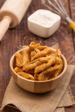 caramelized: caramelized crisps in  wooden bowl