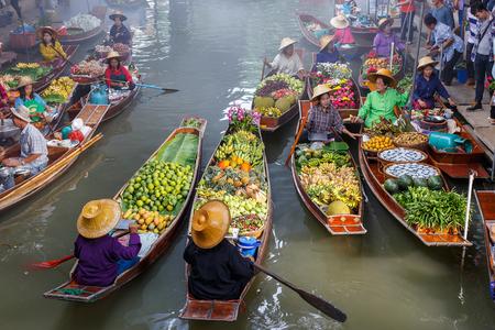 Schwimmender Markt in Thailand.Damnoen Damnoen Saduak Schwimmender in Ratchaburi Standard-Bild - 65598199